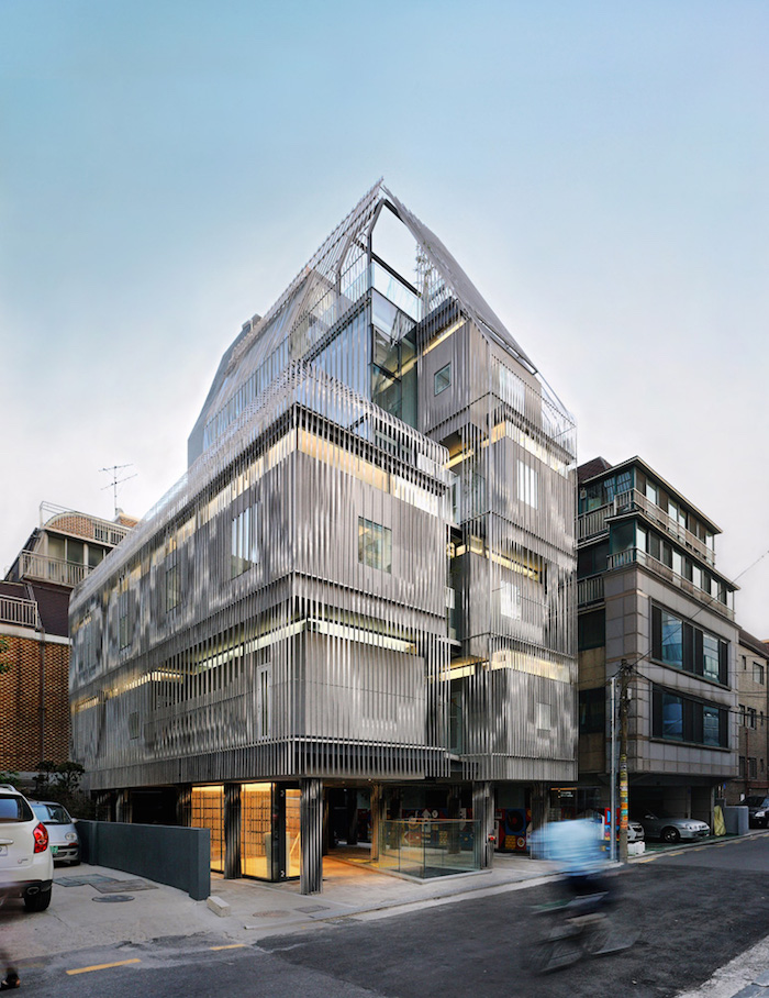 3038078-slide-s-17-the-perfect-apartment-for-breaking-up