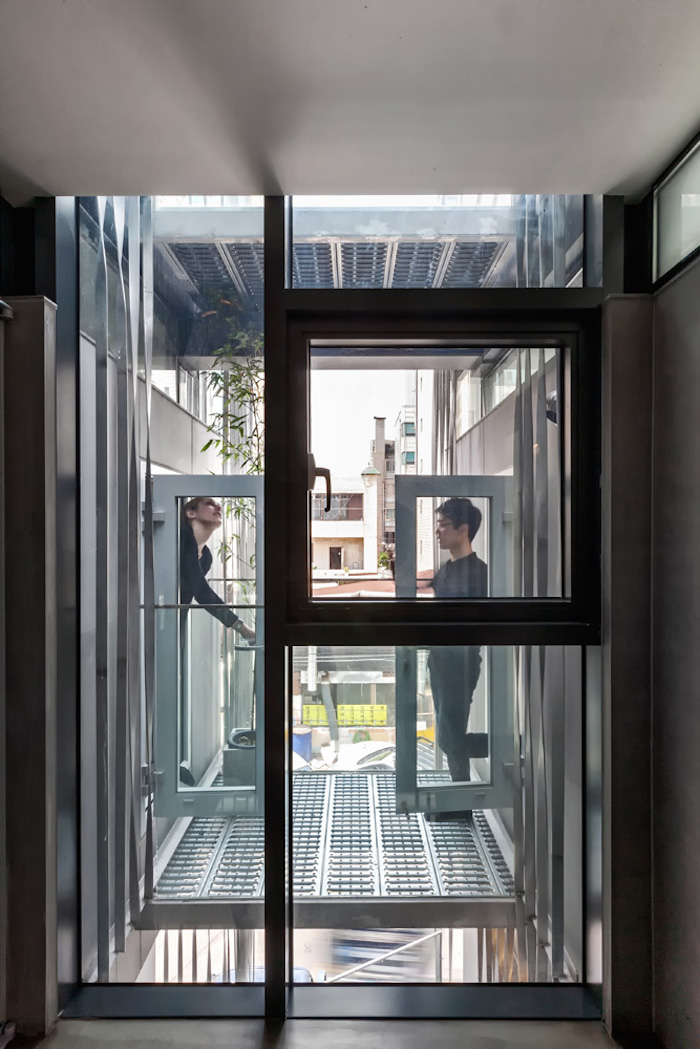 3038078-slide-s-8-the-perfect-apartment-for-breaking-up