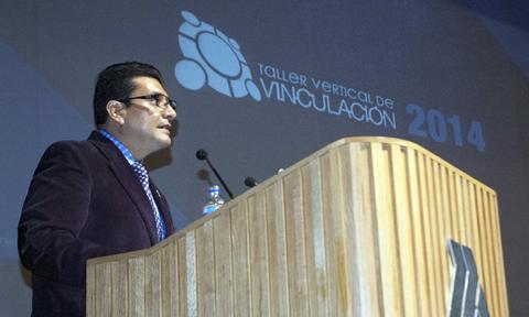 Mtro. Aarón Paredes Fernández de Lara, Jefe de la carrera de diseño gráfico