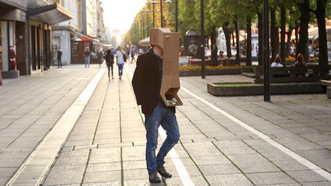 juste-kostikovaite-eyeteleporter-mask-mirrors-cardboard-visual-perception-designboom-08