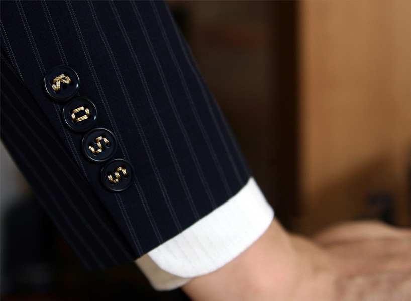 typo-buttons-let-you-stitch-a-story-onto-your-shirt-+-sleeve-designboom-02