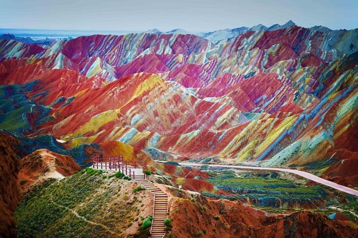 Parque Geológico Nacional Zhangye Danxia, China El parque con formaciones rocosas de colores inusuales se encuentra en las laderas de las montañas Qilian y se formó hace24 millones de años.
