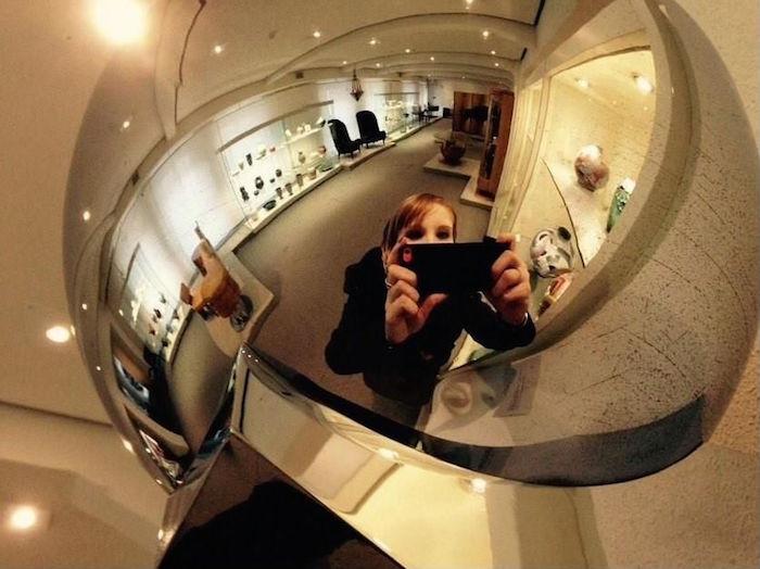 museum selfie 14