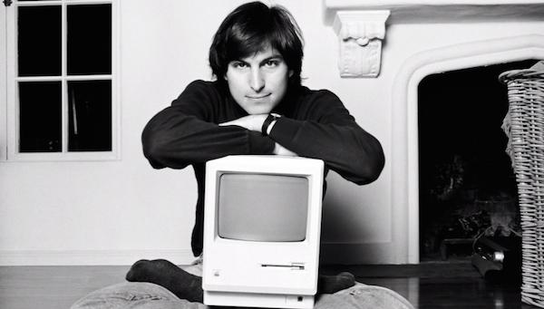 Steve Jobs con la Macintosh