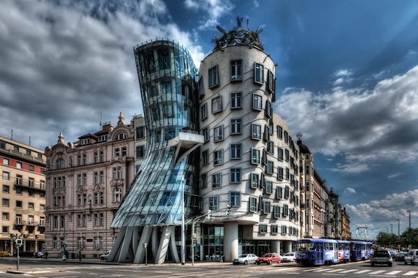 Dancing House, en Republica Checa de Frank Gehry.