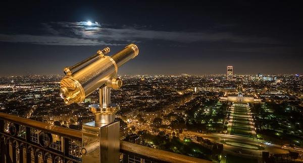 Vista nocturna de París, desde la Torre Eiffel.
