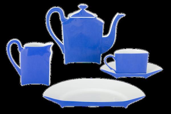 Un servicio de té de Piere Armand Fernandez, para Limoges Porcelain.