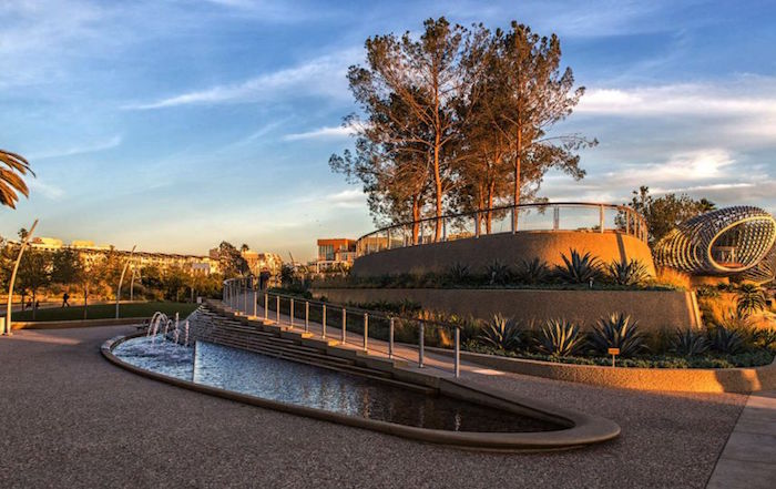 Architizer Parque Tongva y Ken Genser Square, California