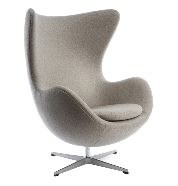 esta silla se consider pronto un smbolo del diseo modernista y apareci en escenas de la pelcula odisea del espacio despus de fabricar las piezas