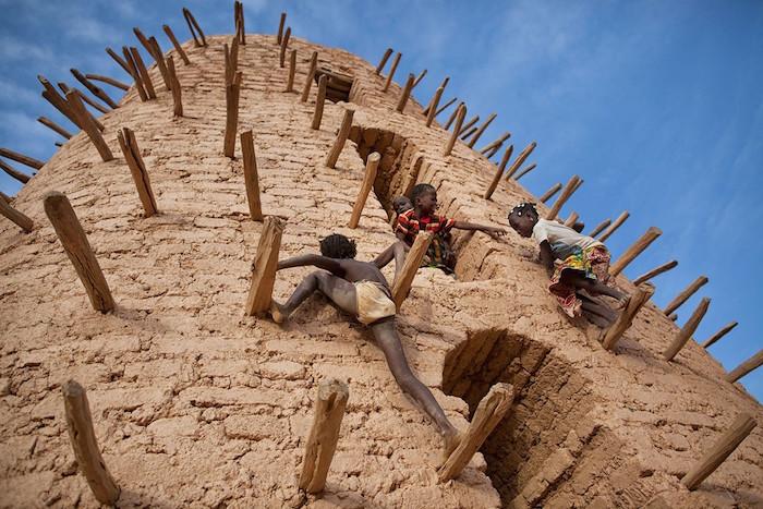 foto Categoría- Viajes : Autor- Matjaz Krivic Reina : Lugar- Burkina Faso smithsonian.com Conoce a los 60 finalistas