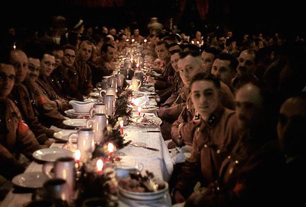 Oficiales y cadetes nazis durante la Navidad de 1941
