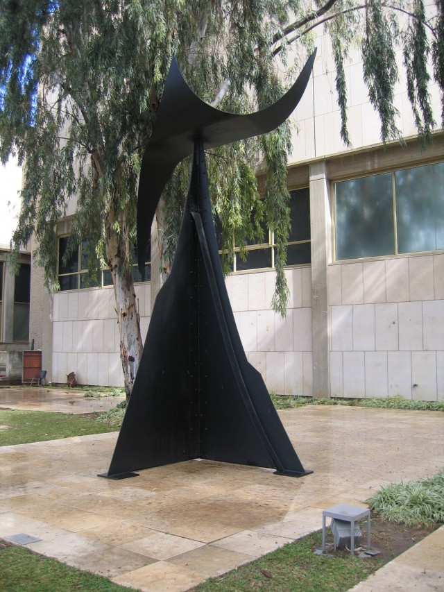ALEXANDER CALDER Feuille d'arbre (1974) Tel Aviv, Israel