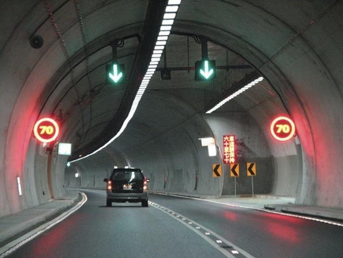 hsuehshan-tunnel-taiwan-8-mi