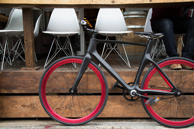 vanhawks-connected-bike-designboom01
