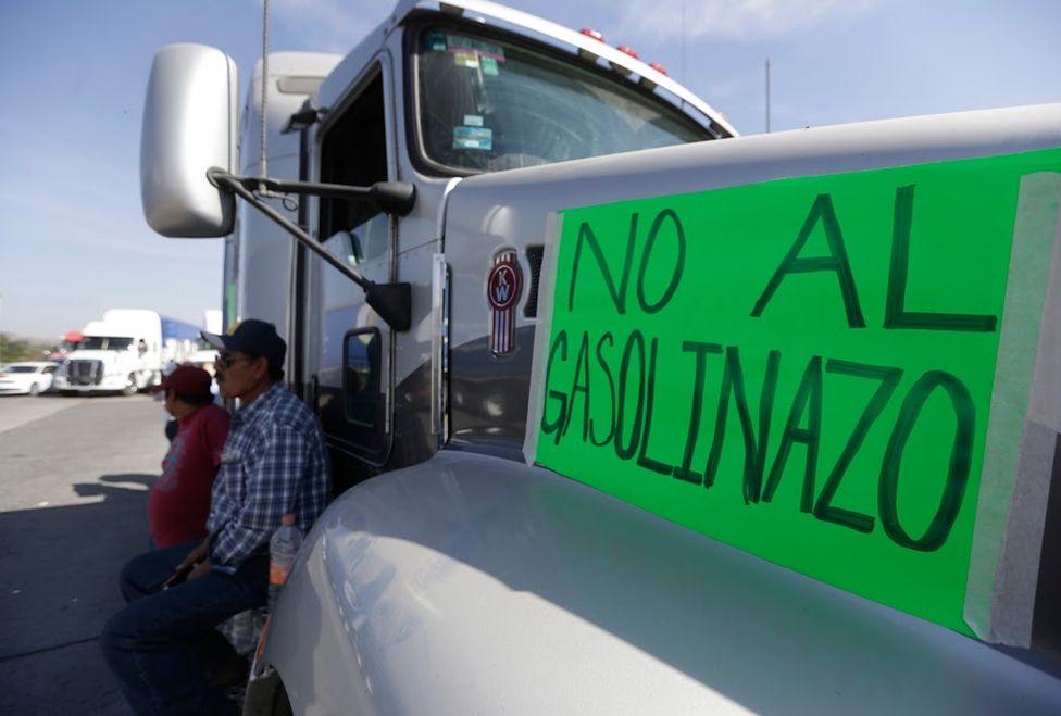 Bloqueos por incoformes a los aumentos de gasolina, Fotografía de Nacho Reyes, Milenio Diario