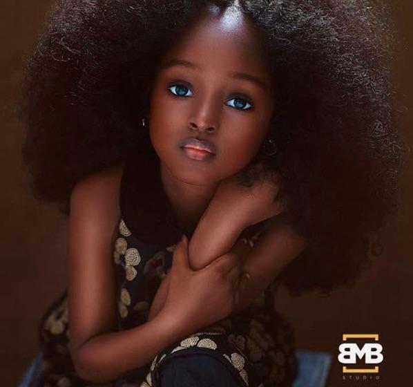 La fotógrafa Mofe Bamuyiwa retrató a la pequeña Jare de 5 años, y al subir sus fotos a Instagram la nombraron la niña más bonita del mundo.