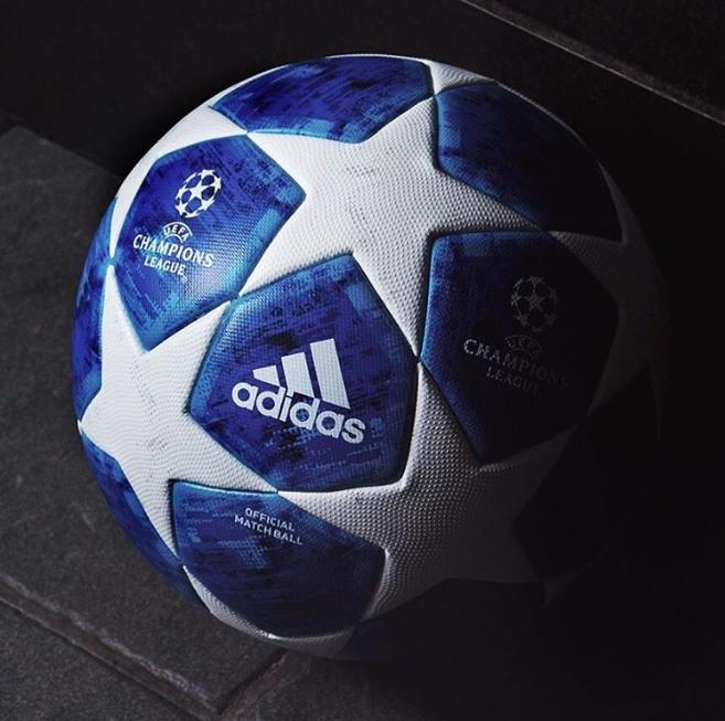 Adidas presentó el nuevo balón para la Champions League 2018-19. El gran cambio es que ahora es azul con las estrellas blancas. ¿Te gusta?