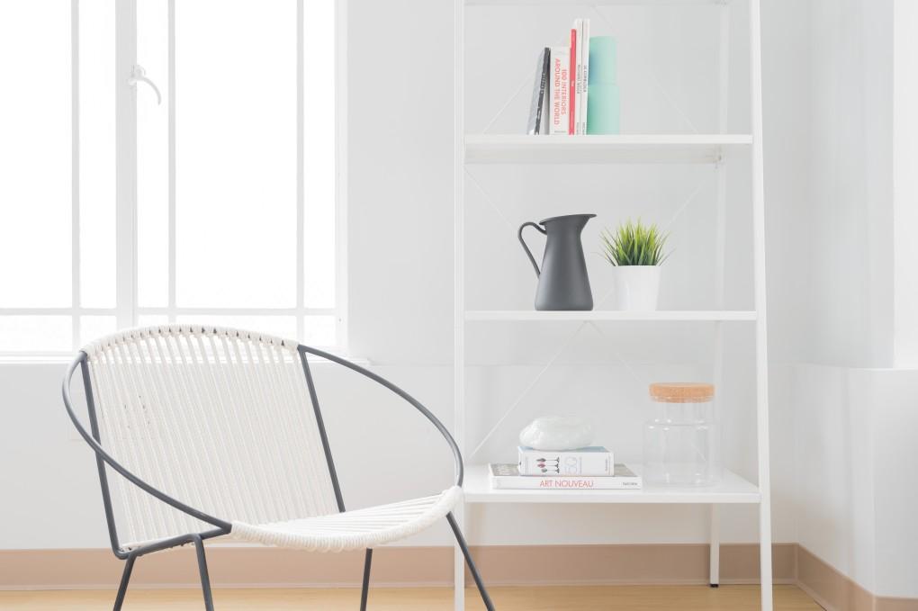Si deseas simplificar tu vida y llevar un cáracter más desapegado, convertir tu casa al estilo minimalista te recordará que es realmente lo que necesitas.