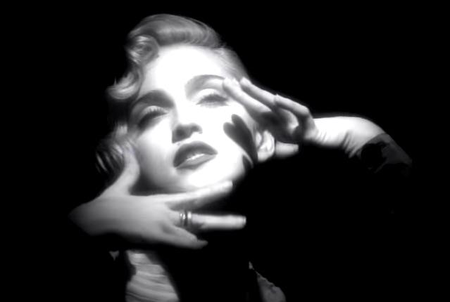 Madonna celebra su sexagésimo cumpleaños y le rendimos tributo con sus 5 videos más significativos de su carrera artística.