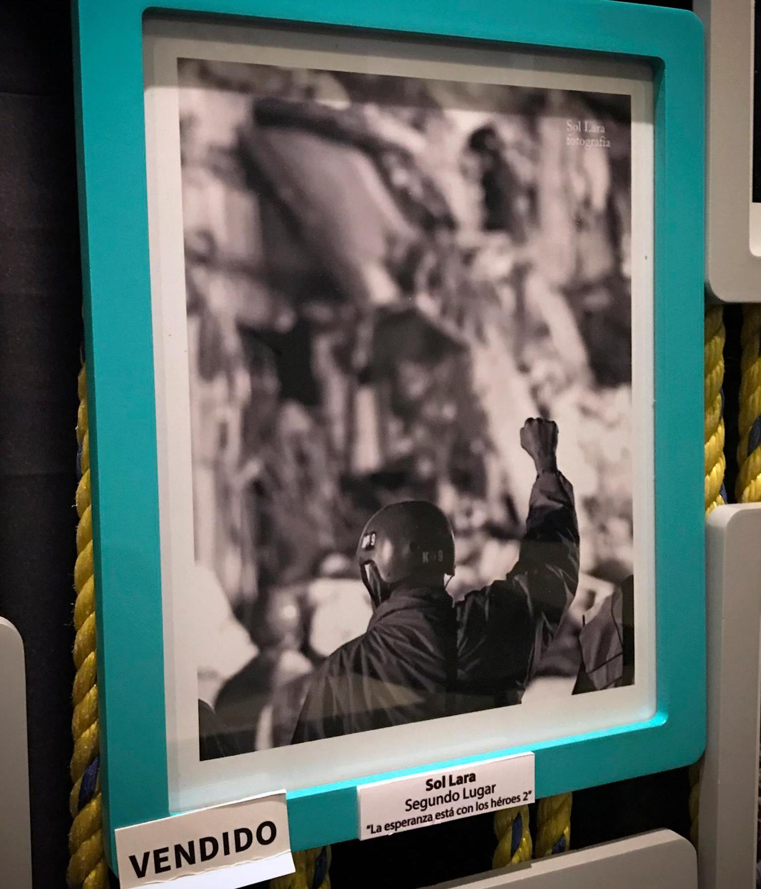 El fotógrafo Daniel Aguilar denunció en Facebook que una de sus fotos fue plagiada e inscrita en un concurso de Zona Maco, en el cual ganó el segundo lugar.