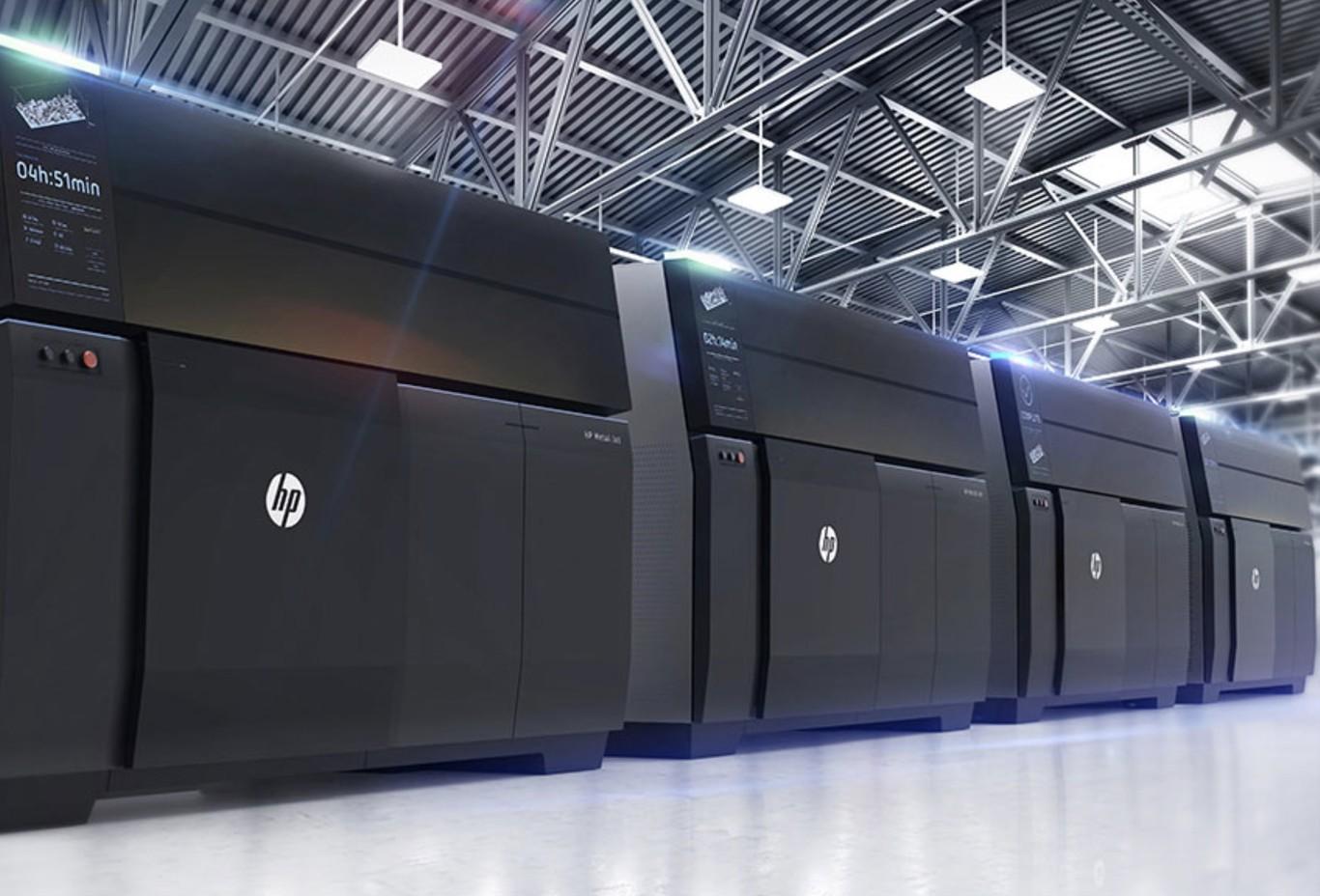 HP creó Impresoras 3D de Metal que son capaz de imprimir capa por capa polvo de éste, que al conjuntarse con un aglutinante hace piezas firmes y ligeras.