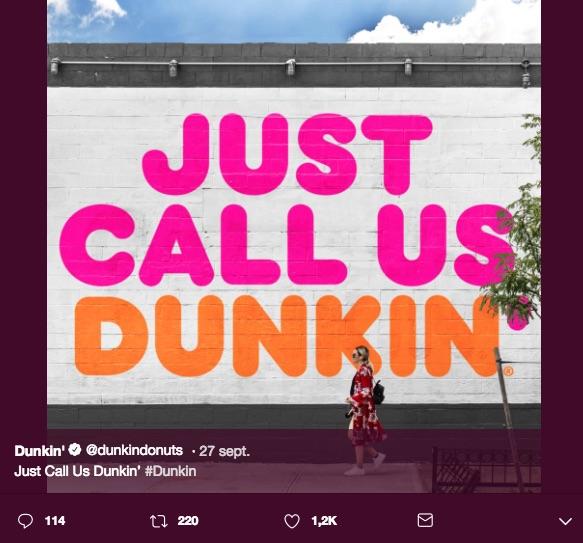"""Dunkin' Donuts simplifica su logotipo al recortar su nombre a sólo """"Dunkin"""", dado que su marca refleja más que sólo donas."""