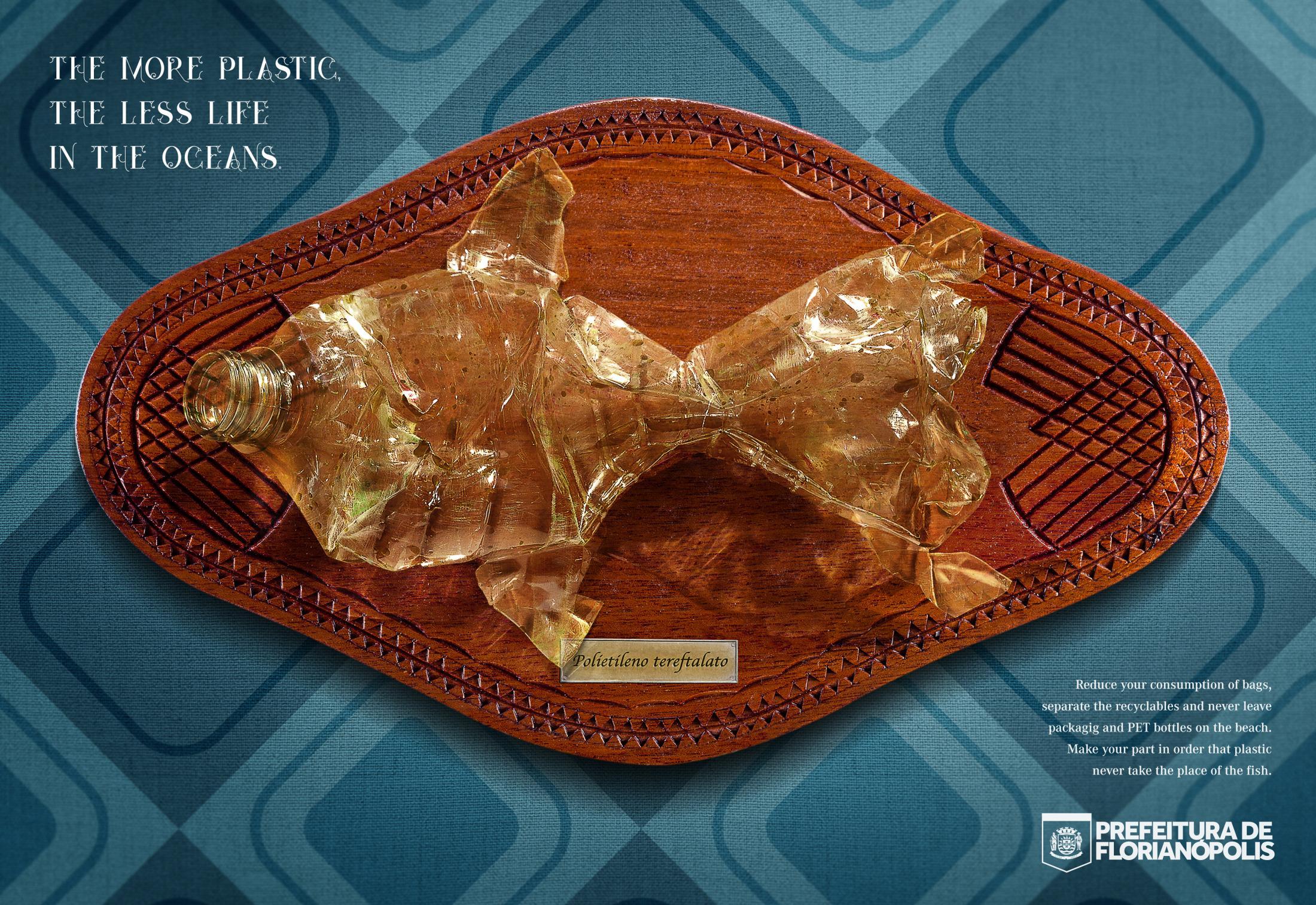 Este anuncio de un pez tiene algo en particular, el animal es en realidad una botella de plástico, dado que la contaminación en los océanos ha aumentado.
