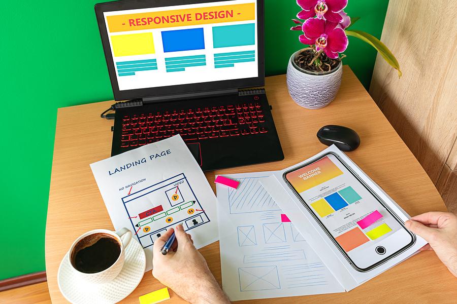 El papel del diseño web en el marketing digital es fundamental para crear un sitio funcional y atractivo en el que los clientes permanezcan navegando.