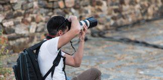 Sabemos que es casi imposible no arriesgarte al fotografiar en la calle, pero sigue estas recomendaciones y se reducirán los peligros inminentes.