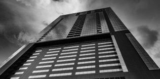 Así como cualquier negocio, los proyectos de bienes raíces también tienen riesgos de una inversión, aún si son de los más seguros de su tipo.