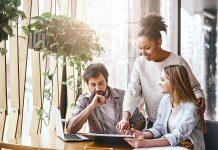 Aunque usualmente son utilizados como sinónimos, existen diferencias entre consultoría y asesoría que permiten desarrollar un objetivo distinto.