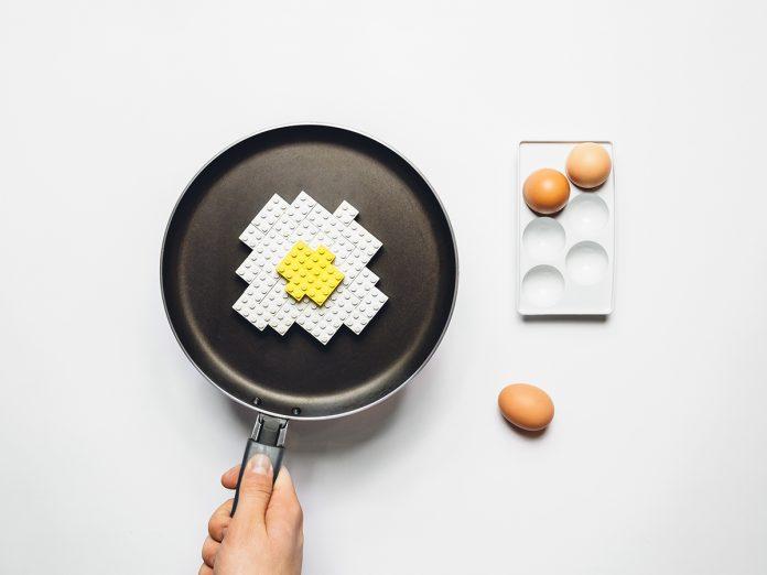 Estos objetos transformados en LEGO fueron creados por el artista Michał Kulesza y buscan representar la cotidianidad grotesca.