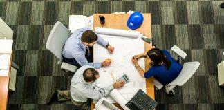 Aunque parezca fácil ser un experto en proyectos inmobiliarios, desarrollar una carrera en bienes raíces es una decisión que no debe tomarse a la ligera.