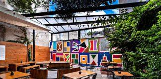 Estas son algunas cafeterías que los diseñadores amarán por su increíble ambientación que te transporta a un escenario creativo.