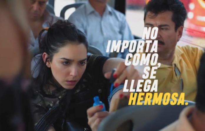 Si eres de las mexicanas que se maquilla en el transporte público (o en camino) te identicarás con la nueva campaña de Bissú.