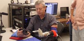 El 'Brazo Luke' es una protésis que se conecta al cerebro, por lo que se puede mover con la mente y permite recuperar el sentido del tacto.