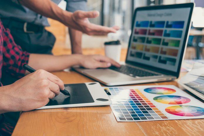 La computadora de un diseñador es su herramienta más preciada, ya que en ella se encuentra cientos de archivos y documentos que son fundamentales.