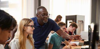 Algunos consideran convertirse en profesor de diseño como parte de su éxito profesional, pero las razones van más allá del reconocimiento intelectual.
