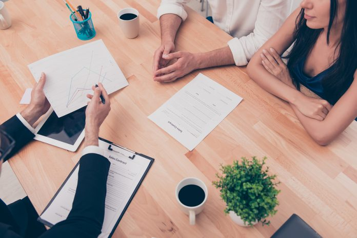 Elegir una asesoría o consultoría es mucho más sencillo de lo que se cree, aunque son similares, éstas tienen objetivos distintos dependiendo el caso.