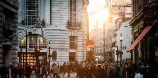 Al momento de comprar cualquier inmueble para un negocio, es crucial que las personas distingan entre una inversión prometedora y uno de alto riesgo.