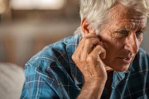Los implantes cocleares facilitan la audición en niños y adultos