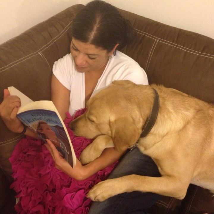 Mascota leyendo