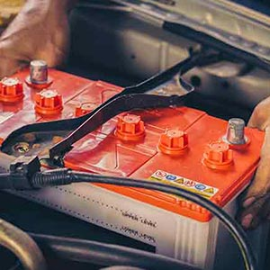 Mobile mechanic changing faulty battery