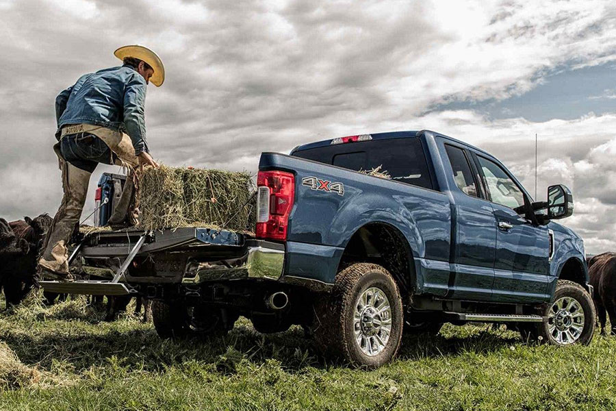 2019 Ford F-250 Carrying Stuff in the Bed