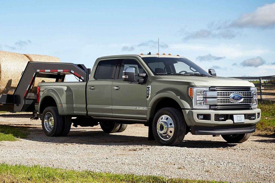 2019 Ford F-450 on the Road