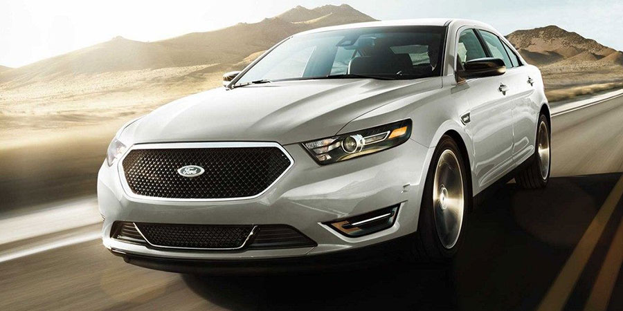 2018 Ford Taurus on the Road