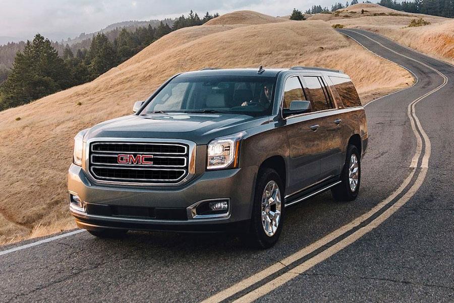 2020 GMC Yukon XL on the Road