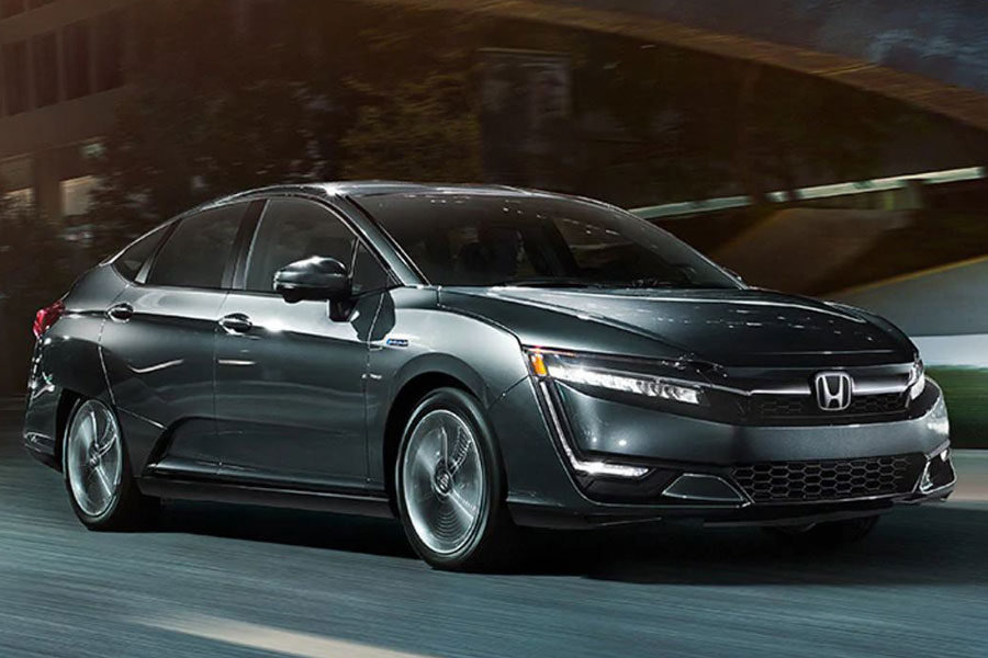 2020 Honda Clarity Plug-In Hybrid on the Road