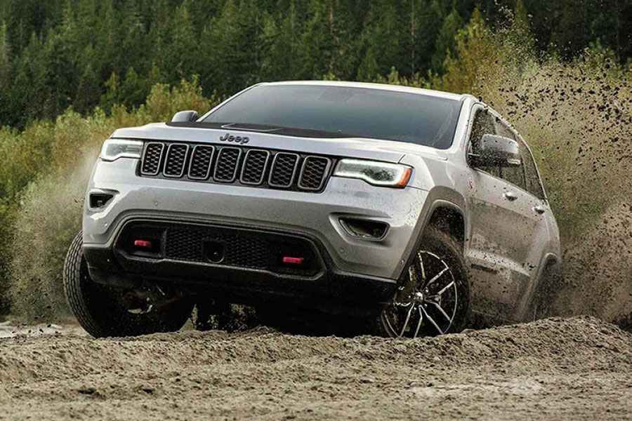 2019 Jeep Grand Cherokee off the Road
