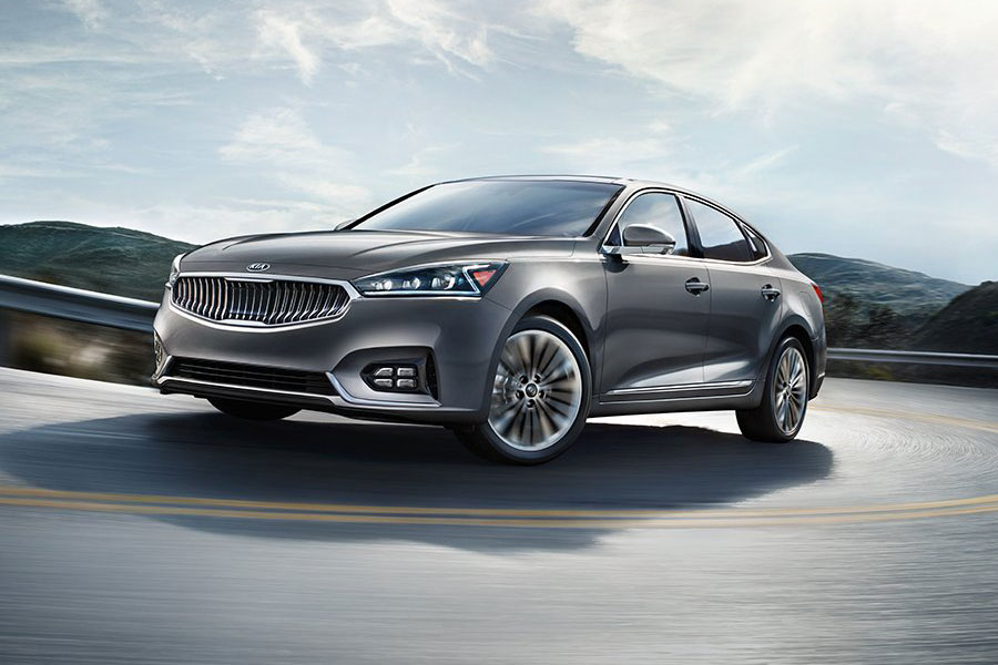 2019 Kia Cadenza on the Road